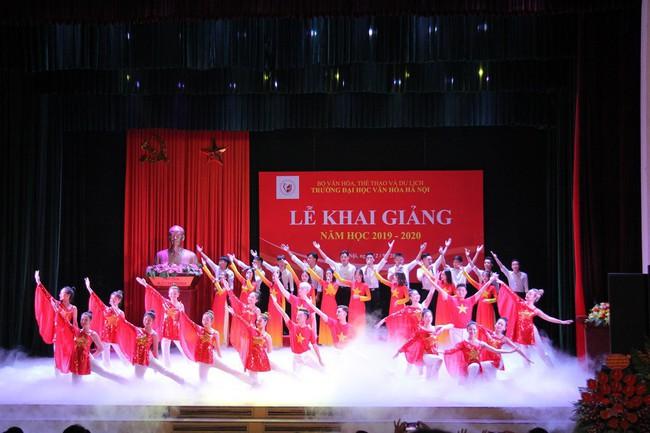 Thứ trưởng Tạ Quang Đông dự lễ khai giảng năm học 2019-2020 của trường Đại học Văn hóa Hà Nội - Ảnh 9.