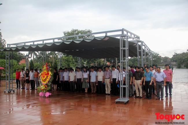 Đảng ủy Bộ VHTTDL dâng hương tại Thành Cổ Quảng Trị và Nhà lưu niệm cố Tổng Bí thư Lê Duẩn - Ảnh 1.