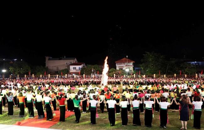 Bộ VHTTDL lên tiếng về việc đăng ký xác lập kỷ lục Guinness Màn đại xòe Việt Nam lớn nhất thế giới - Ảnh 1.