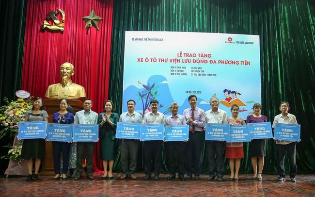 Lễ trao tặng xe ô tô thư viện lưu động đa phương tiện cho 31 thư viện tỉnh/thành phố - Ảnh 1.