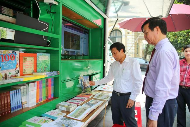 Lễ trao tặng xe ô tô thư viện lưu động đa phương tiện cho 31 thư viện tỉnh/thành phố - Ảnh 5.