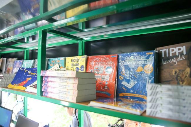Lễ trao tặng xe ô tô thư viện lưu động đa phương tiện cho 31 thư viện tỉnh/thành phố - Ảnh 6.