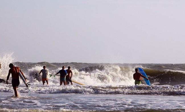 Thành phố Phan Thiết công bố các bãi tắm biển an toàn trên địa bàn  - Ảnh 1.