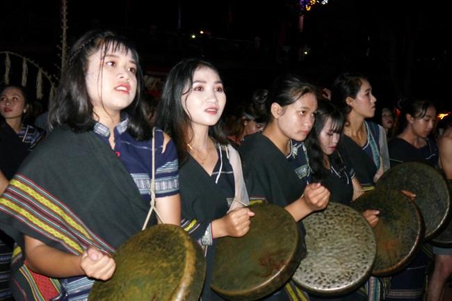 Lâm Đồng xây dựng đời sống văn hóa đậm đà bản sắc dân tộc - Ảnh 1.