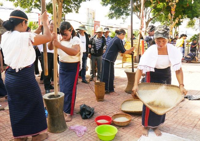 Lâm Đồng xây dựng đời sống văn hóa đậm đà bản sắc dân tộc - Ảnh 2.