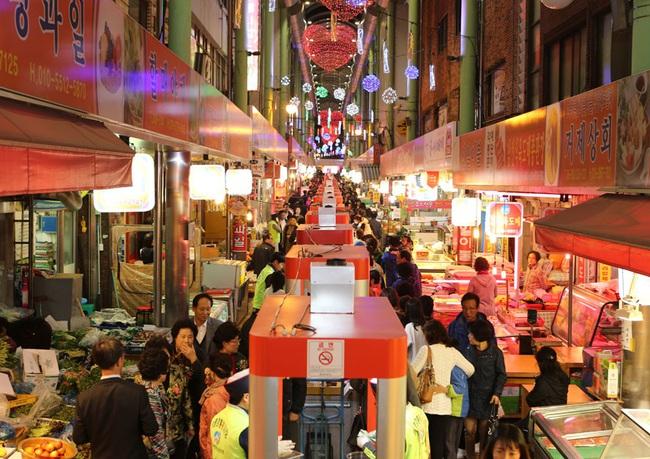 Hàn Quốc - một điển hình phát triển kinh tế ban đêm trong chiến lược thu hút khách du lịch - Ảnh 1.