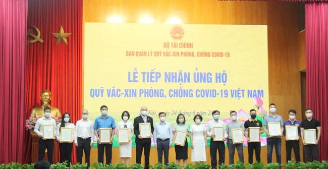 Công đoàn Bộ VHTTDL trao tiền ủng hộ Quỹ vắc xin phòng, chống Covid-19 - Ảnh 2.