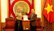Trao Giấy chứng nhận đăng ký thành lập và hoạt động cho Trung tâm Khoa học và Văn hóa Nga tại Hà Nội