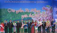 Hàng nghìn du khách tham dự Lễ hội Hoa Anh Đào Pá Khoang 2019