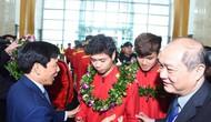 Bộ trưởng Nguyễn Ngọc Thiện đón Đội tuyển Việt Nam