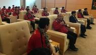 Đội tuyển Việt Nam đã về tới sân bay Nội Bài, đông đảo người hâm mộ chờ đón