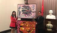 Bảo tàng Mỹ thuật Việt Nam tiếp nhận tranh của họa sĩ Việt kiều Mỹ
