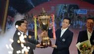 Bộ trưởng Nguyễn Ngọc Thiện trao Cup vô địch V.League cho CLB Hà Nội