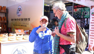 Du khách thích thú tham quan lễ hội cà phê tại Gia Lai