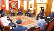 Thứ trưởng Lê Quang Tùng làm việc với Ban Phụ trách Bảo tàng Kay- sỏn Phôm -vi -hản của Lào