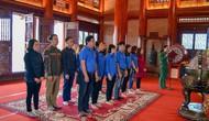 Đoàn Thanh niên Bảo tàng Văn hóa các dân tộc Việt Nam dâng hương tưởng niệm tại khu di tích lịch sử Đại đội TNXP 915