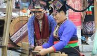Trải nghiệm nghề dệt thủ công truyền thống các dân tộc tại