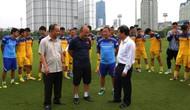Bộ trưởng Nguyễn Ngọc Thiện thăm Đội tuyển bóng đá Việt Nam trước giờ lên đường thi đấu vòng loại Word Cup