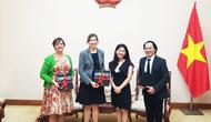 Cục Hợp tác quốc tế tiếp đoàn Tham tán Thông tin - Văn hoá, Đại sứ quán Hoa Kỳ tại Việt Nam.