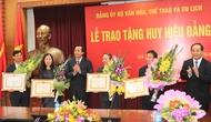 Lễ trao tặng Huy hiệu 30, 40 năm tuổi Đảng