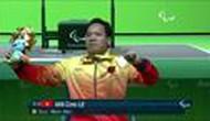 Bộ trưởng Nguyễn Ngọc Thiện thưởng nóng VĐV Lê Văn Công