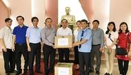 Bộ VHTTDL tặng sách và máy vi tính ủng hộ quê hương của Tổng bí thư Lê Duẩn