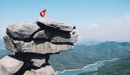 Quảng Ninh cấm du lịch đến 'mỏm đá sống ảo'