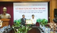 Bộ trưởng Nguyễn Ngọc Thiện được trao tặng Kỷ niệm chương
