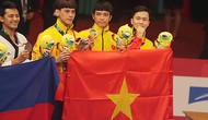 Bộ trưởng Bộ VHTTDL Nguyễn Ngọc Thiện thưởng nóng cho toàn đội Olympic Việt Nam