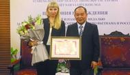 Bộ VHTTDL trao bằng khen, kỷ niệm chương cho Giám đốc Trung tâm Khoa học và Văn hóa Nga tại Hà Nội