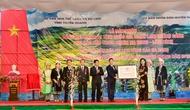 Thứ trưởng Đặng Thị Bích Liên trao bằng xếp hạng di tích quốc gia danh lam thắng cảnh Khu bảo tồn thiên nhiên Na Hang