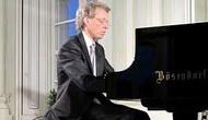 Nghệ sĩ dương cầm nổi tiếng người Áo Robert Lehrbaumer biểu diễn tại Việt Nam
