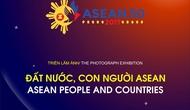 """Tặng Cúp đồng hạng """"Ảnh ASEAN - 2017"""" cho tác giả tại Triển lãm ảnh """"Đất nước, con người ASEAN"""""""