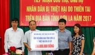 Bộ VHTTDL trao quà ủng hộ người dân tỉnh Sơn La bị thiệt hại do lũ lụt