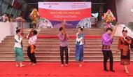 Rộn ràng ngày hội văn hóa Lào