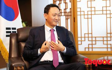 """Đại sứ Hàn Quốc tại Việt Nam Kim Do Hyun: """"Nếu thắng Nhật Bản, Việt Nam hoàn toàn có thể vươn ra vũ đài bóng đá quốc tế"""""""