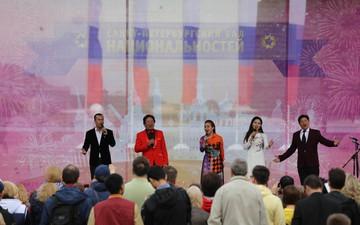 Hàn vạn khán giả tới xem nghệ sỹ Việt biểu diễn tại lễ kỷ niệm 316 năm thành lập thành phố St.Petersburg