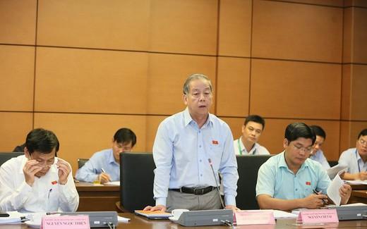 Bộ trưởng Nguyễn Ngọc Thiện tham gia phiên thảo luận tại tổ về báo cáo kinh tế, xã hội