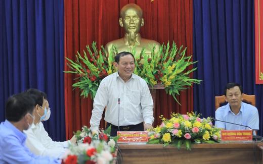 """Bộ trưởng Nguyễn Văn Hùng: """"Kon Tum có quang cảnh đẹp, sao không mạnh dạn đặt ước mơ trở thành trung tâm hội nghị của khu vực miền Trung-Tây Nguyên""""?"""
