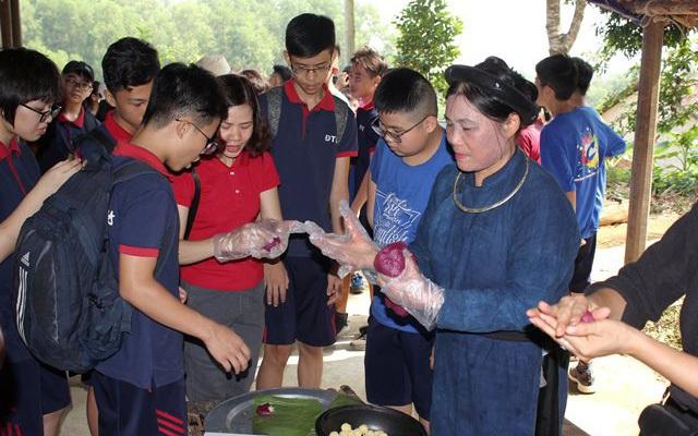 Tham quan, trải nghiệm, tìm hiểu văn hóa dân gian tại Làng Văn hóa - Du lịch các dân tộc Việt Nam