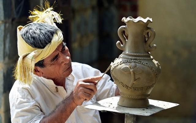 """Thủ tướng đồng ý trình UNESCO hồ sơ """"Nghệ thuật Xòe Thái"""" và """"Nghệ thuật làm gốm của người Chăm"""""""